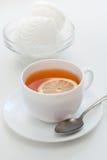 Zephyr och tea med en citron Arkivfoto