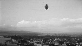Zeppelin D-LZ127 volant au-dessus de la pièce #02 de Budapest banque de vidéos