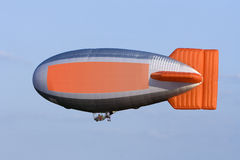 Zeppelin med kopieringsavstånd royaltyfri fotografi