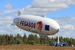 Zeppelin NT de Pegasos dans l'aéroport de Jamijarvi, Finlande Image libre de droits