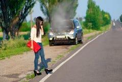 zepsuta dziewczyna samochodów Zdjęcia Stock
