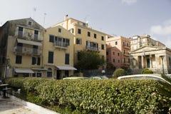 Zerbröckelnde Altbauten in Korfu Stockfotos
