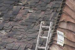 Zerbrechliches Dach stockbild