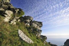 Zerbrochener devonischer Kalkstein-Felsen Stockbild