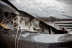 Zerbrochenes Lampenschwarzauto Stockfoto
