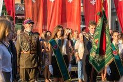 Zeremonie ist das Versprechen von ersten Klassen der Highschool Jan.s III Sobieski am Hauptmarktplatz nahe StMary Stockfoto
