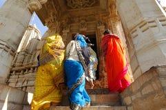 Zeremonie Jain am Ranakpur Tempel. Stockbild
