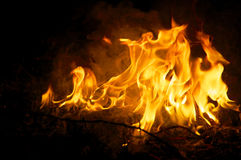 Zeremonielles Feuer nachts Stockbilder