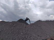 Zerkleinerungsmaschine am Vorrat, bituminös - Anthrazitkohle, Kohle der hohen Qualität lizenzfreies stockbild
