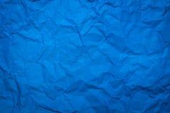 Zerknittert vom blauen Papierblattbeschaffenheitshintergrund Abstrakte Tapete im k?hlen Tonkonzept f?r Gebrauch in der Website od stockbilder