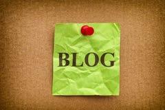 Zerknitterte Grünbuchanmerkung mit Wort BLOG Lizenzfreie Stockfotografie