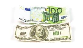Zerknitterte Hunderte Dollar und Euro Stockfotografie