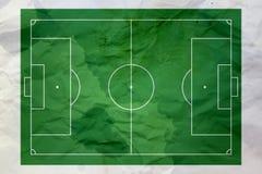 Zerknitterter Papier- und Fußballhintergrund Stockfoto