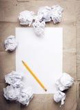 Zerknitterter Papierhintergrund lizenzfreies stockfoto