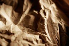 Zerknittertes Verpackungspapier mit niedriger Tiefe Stockfoto