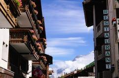 Zermatt, hotel svizzeri in Zermatt, Svizzera di Switzerland Costruzioni del ristorante e dell'hotel Immagini Stock Libere da Diritti