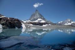 Zermatt, Suíça - a montanha icónica O Matterhorn fotos de stock royalty free