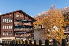ZERMATT SZWAJCARIA, PAŹDZIERNIK, - 27, 2015: Zadziwiający widok Zermatt kurort, kanton Valais Obrazy Stock
