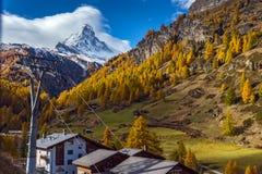 ZERMATT SZWAJCARIA, PAŹDZIERNIK, - 27, 2015: Zadziwiający widok Matterhorn od Zermatt Fotografia Stock
