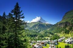 Zermattdorp met piek van Matterhorn Royalty-vrije Stock Afbeeldingen