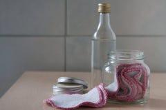 Zero jałowi organicznie bawełniani ochraniacze i uzupełniali zmywacza zdjęcie stock
