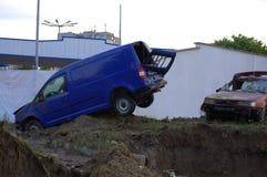 Zerquetschte Autos, wenn Varna, Bulgarien am 19. Juni überschwemmt wird Stockfoto