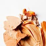 zerquetschte kosmetische Produkte - Schönheit und Kosmetik redeten Konzept an lizenzfreie stockbilder