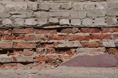 Zerquetschte Ziegelsteinfassade lizenzfreie stockfotografie