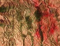 Zerquetschtes altes Papier mit Farbenflecken. Lizenzfreies Stockfoto