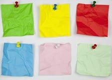 Zerquetschtes farbiges Anmerkungspapier Stockbild