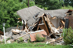 Zerquetschtes Haus Stockfoto