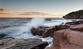 Zerquetschung der Wellen Lizenzfreie Stockbilder