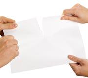 Zerreißendes Blatt Papier Lizenzfreie Stockfotos