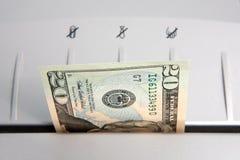Zerreißen der Geld-Nahaufnahme Lizenzfreie Stockfotos