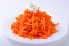 Zerriebene Karotten auf Platte Lizenzfreies Stockfoto