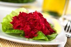Zerriebene Rote-Bete-Wurzeln, Karotte und Apple-Salat Lizenzfreies Stockfoto