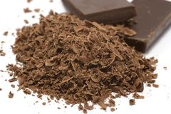 Zerriebene Schokolade und Blöcke Lizenzfreies Stockfoto