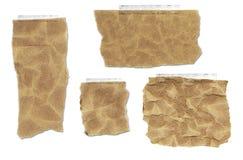 Zerrissene, geknitterte und auf Band aufgenommene Papierbeutel-Ansammlung Stockfoto
