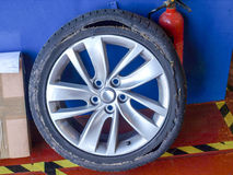 Zerrissener Reifen Stockfotografie