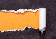 Zerrissenes Papier mit Platz für Ihre Meldung Stockbild
