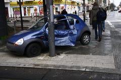 Zerschmettertes Auto Stockfotos