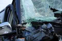 Zerschmettertes Fahrzeug Stockfotos