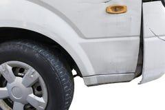 Zerschmettertes Vorderseite des Autos lokalisiert auf Weiß Lizenzfreie Stockfotos