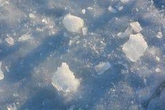 Zersplittertes und gebrochenes Eis Stockfotografie