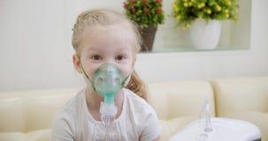 Zerstäuber oder Inhalator stock video footage