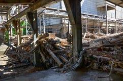 Zerstört einer rohen Papierindustrie stockfotografie