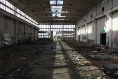 Zerstörte industrielle Halle Lizenzfreie Stockfotografie