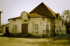Zerstörter Gebäudeshop der Fassade Ziegelstein in Lizenzfreie Stockfotos