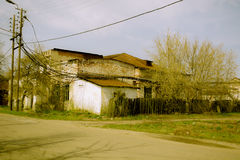 Zerstörtes errichtendes Kraftwerk auf den Russen Stockfoto
