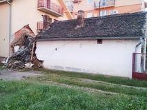 Zerstörtes Haus als Ergebnis der schrecklichen Flut Stockbild